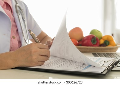 Nutritionists are health care plan for the patient.