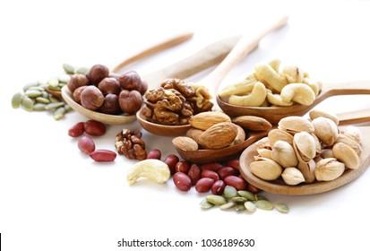 Nüsse-Mischung für eine gesunde Ernährung (Kaschu, Pistazien, Haselnüsse, Walnüsse, Mandeln)