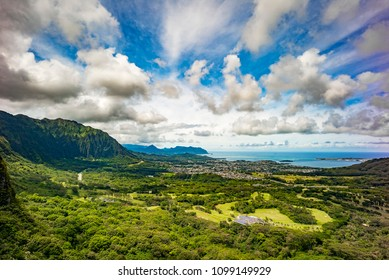 Nuuanu Pali Lookout Honolulu, Oahu Hawaii