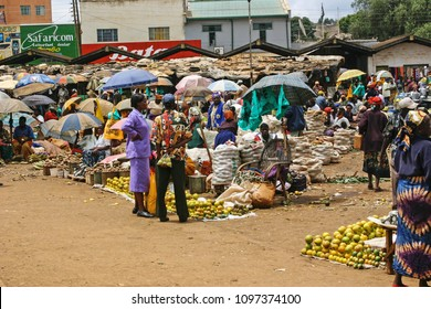NYERI, KENYA-SEPT. 14, 2006:  Shoppers gather at the local open air market, one of the largest of the country, to purchase locally grown fruits and vegetables and other goods.