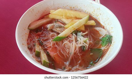 Nyonya Hot and Sour Noodles in Fish Soup (Penang Assam Laksa) - Spicy and sour fish noodles