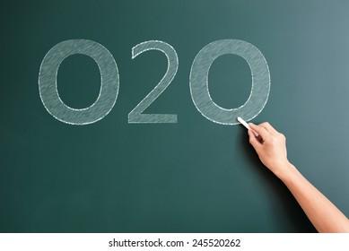 o2o written on blackboard
