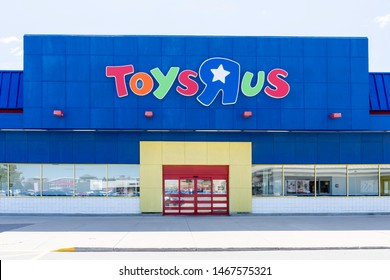 """Oakville, Ontario, Canada - July 14, 2019: Toys """"R"""" Us storefront in Oakville near Toronto, Ontario, Canada.  Toys """"R"""" Us, Inc. is an American toy and juvenile-products retailer founded in 1948."""