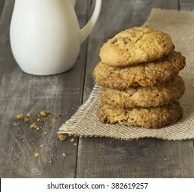 Oat cookies and milk