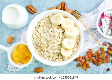 oat flakes with chia seed  and raising in bowl