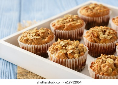 Oat muffins with apples and cinnamon.