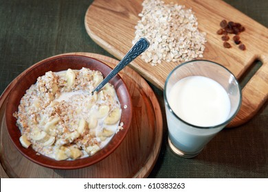 Oatmeal with milk and fruit. Healthy Eating