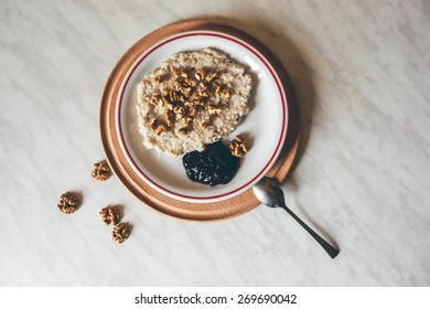 oatmeal with nuts and jam