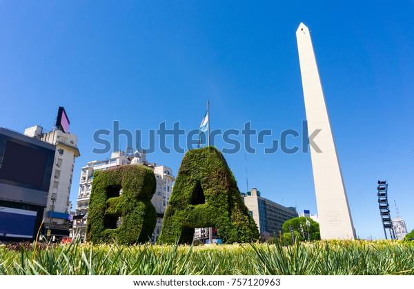 アルゼンチンのブエノスアイレスの目印のオベリスク。Avenida 9 de JulioのPlaza de la RepEcicaにある