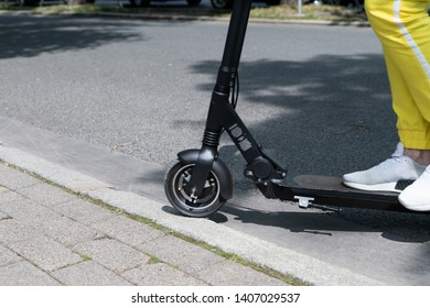 Obstacles in the city - e-scooter drives over curbside