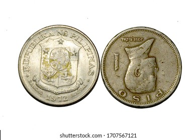 Obverse and Reverse of a 1972 Philippines 1 Piso coin showing coin alignment of reverse side
