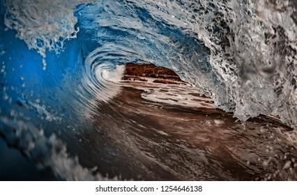 Ocean Rp Curl surfing wave