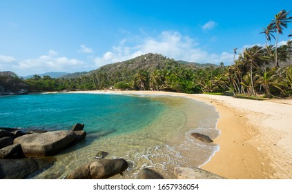 Vista al océano en el Parque Natural Nacional Tayrona, Santa Marta.