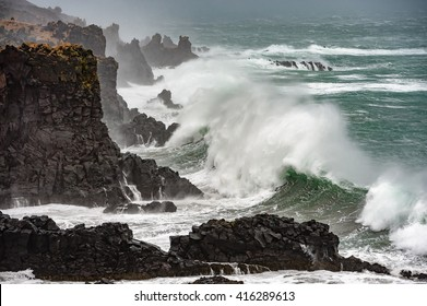 Ocean wave, Iceland