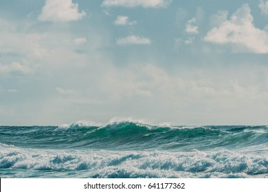 Ocean Waves Crashing