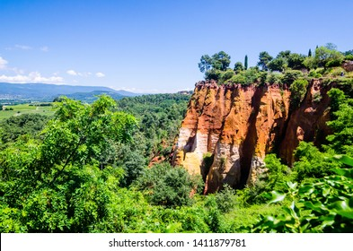 The Ochre Path le Sentier des Ocres through the Red Cliffs of Roussillon Les Ocres, a nature park in Vaucluse, Provence, France