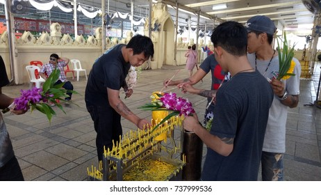 October 19, 2017, Buddhist people Make merit at the temple in Bangkok, Thailand.