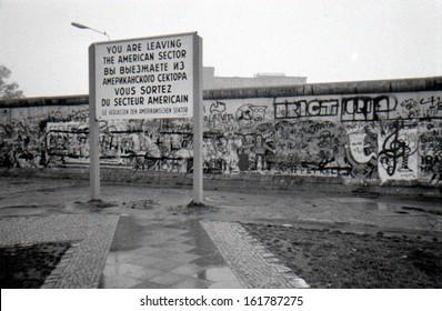 OCTOBER 1988 - BERLIN: the Berlin Wall (Berliner Mauer) in the Tiergarten district of Berlin.