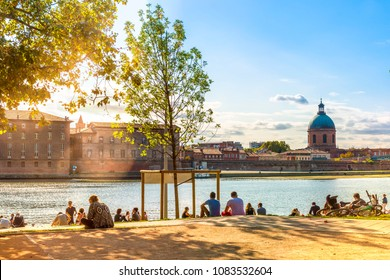 October 2, 2016: Banks of the Garonne River in Toulouse in Occitania, France