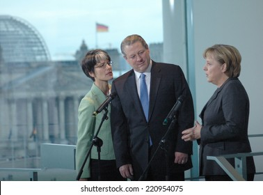 OCTOBER 23, 2007 - BERLIN: Al Gore, Angela Merkel and a translator at a press conference after a meeting with the German Chancellor in the Chanclery in Berlin.