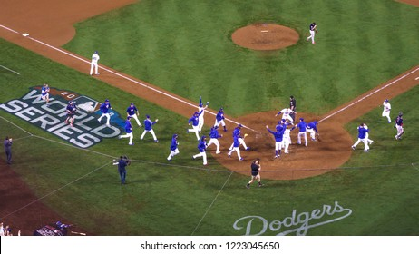 OCTOBER 26, 2018 - LOS ANGELES, CALIFORNIA, USA - DODGER STADIUM: LA Dodgers defeat Boston Red Sox 3-2 in game 3, World Series - Max Muncy hits walk-off home run to win game