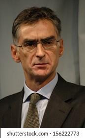 OCTOBER 29, 2004 - BERLIN: Fernando Oliviera, CEO of the Sonae Immobilia at a press conference in Berlin.