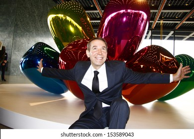 """OCTOBER 29, 2008 - BERLIN: artist Jeff Koons in front of the sculpture """"Tulips"""" at the presentation of his solo exhibition titled """"Jeff Koons. Celebration"""", Neue Nationalgalerie, Berlin."""