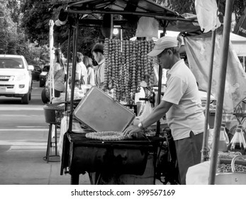 October 3, 2015 : People in the bazaar , there are plenty of sales in the morning, Chiang Rai , Thailand .