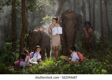 October 30, 2016: Teachers are teaching students to learn outside the classroom, outside the classroom is another form of learning, education. Surin. Thailand.