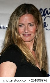 """October 6, 2005 - Elisabeth Shue at the Children's Defense Fund's 15th Annual Los Angeles """"Beat The Odds"""" Awards at the Beverly Hills Hotel Beverly Hills, California USA."""