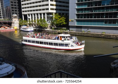 October 8, 2016 - Tourists in a boat on the waters of the Chicago River