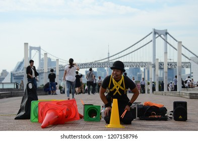 ODAIBA, JAPAN - MAY 24,2015: The on man street performance show with crowded of people at Odaiba square, Tokyo