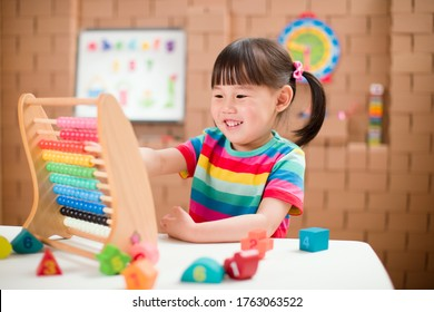 oddler girl learn counting by using abacus for homeschooling
