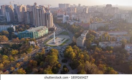 vue d'un drone sur les bâtiments de la ville d'odessa