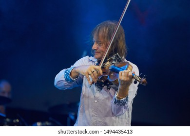Violinist Images, Stock Photos & Vectors | Shutterstock