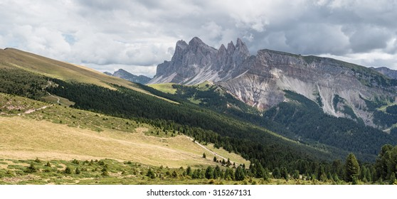 Odle mountain range with Forchetta, Sas Rigais and Seceda peaks as viewed on the trail from Resciesa to Rifugio Brogles, Puez-Odle Nature Park, Dolomites, Trentino, Alto-Adige,South Tirol, Italy