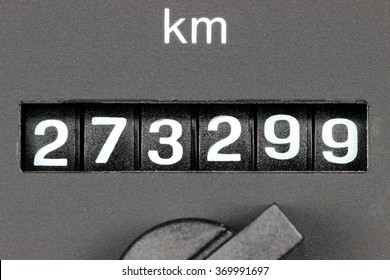 odometer of used car showing mileage of 273299 km