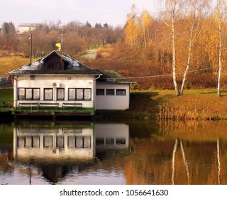 Odraz u jezeru - Shutterstock ID 1056641630