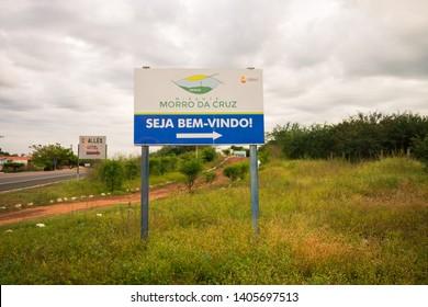 """Oeiras, Brazil - Circa May 2019: Sign at the entrance of Oeiras' viewpoint """"Morro da Cruz"""" - written """"Welcome"""" in Portuguese"""