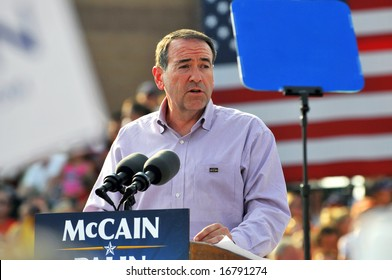 O'FALLON - AUGUST 31: Former Governor of Arkansas Mike Huckabee speaks at a McCain and Palin rally in O'Fallon near St. Louis, MO on August 31, 2008