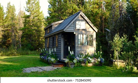 Off grid tiny house in the mountains