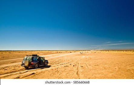 Off road Tour with 4x4 SUV in Morocco Desert and Hammada by M'hamid