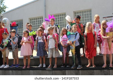Offenbach, GERMANY - 07.08. 2018: primary schoolchildren, first graders expect the first teacher to enter the school building, the concept is back to school