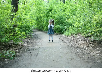 Offended girl.Тhe little girl was lost alone in the forest. Child alone in the forest. Unattended child.
