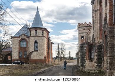 The office building of the manor Khrapovitsky in Muromtsevo