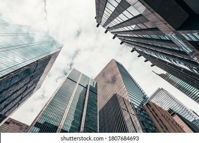 Bürogebäude hoch zum Himmel im Finanzviertel in der Innenstadt Toronto Ontario Kanada.