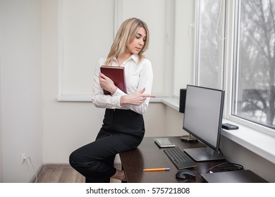 office worker, business woman, business woman in the office