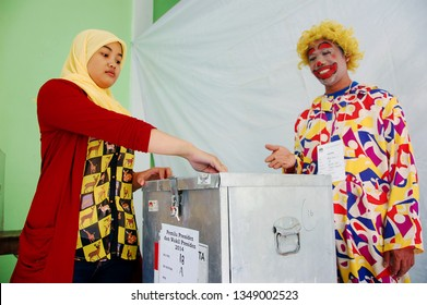Officers dressed in clowns during the presidential election at TPS 18 Kelurahan Kemijen, Semarang city, Central Java, Indonesia, (Wednesday, July 9, 2014)
