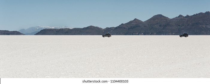 Off-road cars in the Salar de Uyuni is largest salt flat in the World (UNESCO World Heritage Site) - Altiplano, Bolivia, South America