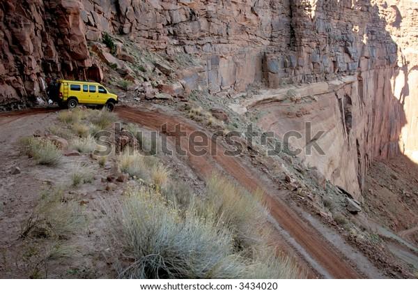 Off-roading in White Rim Canyon, Canyonlands, Utah, USA